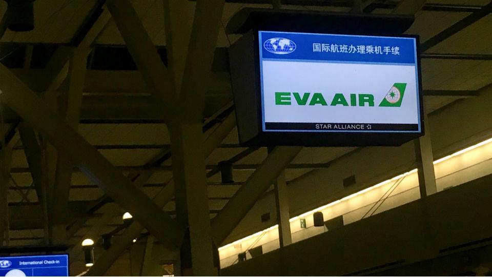 エバー航空バンクーバー国際空港カウンター