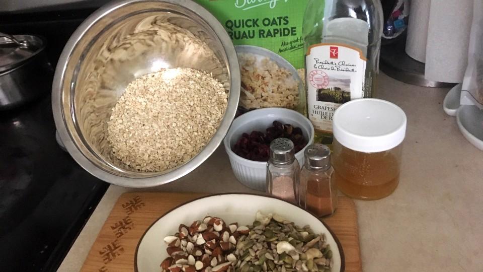 【レシピ】朝食におすすめ!基本のグラノーラの作り方