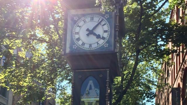 バンクーバーの観光名所ガスタウンの蒸気時計